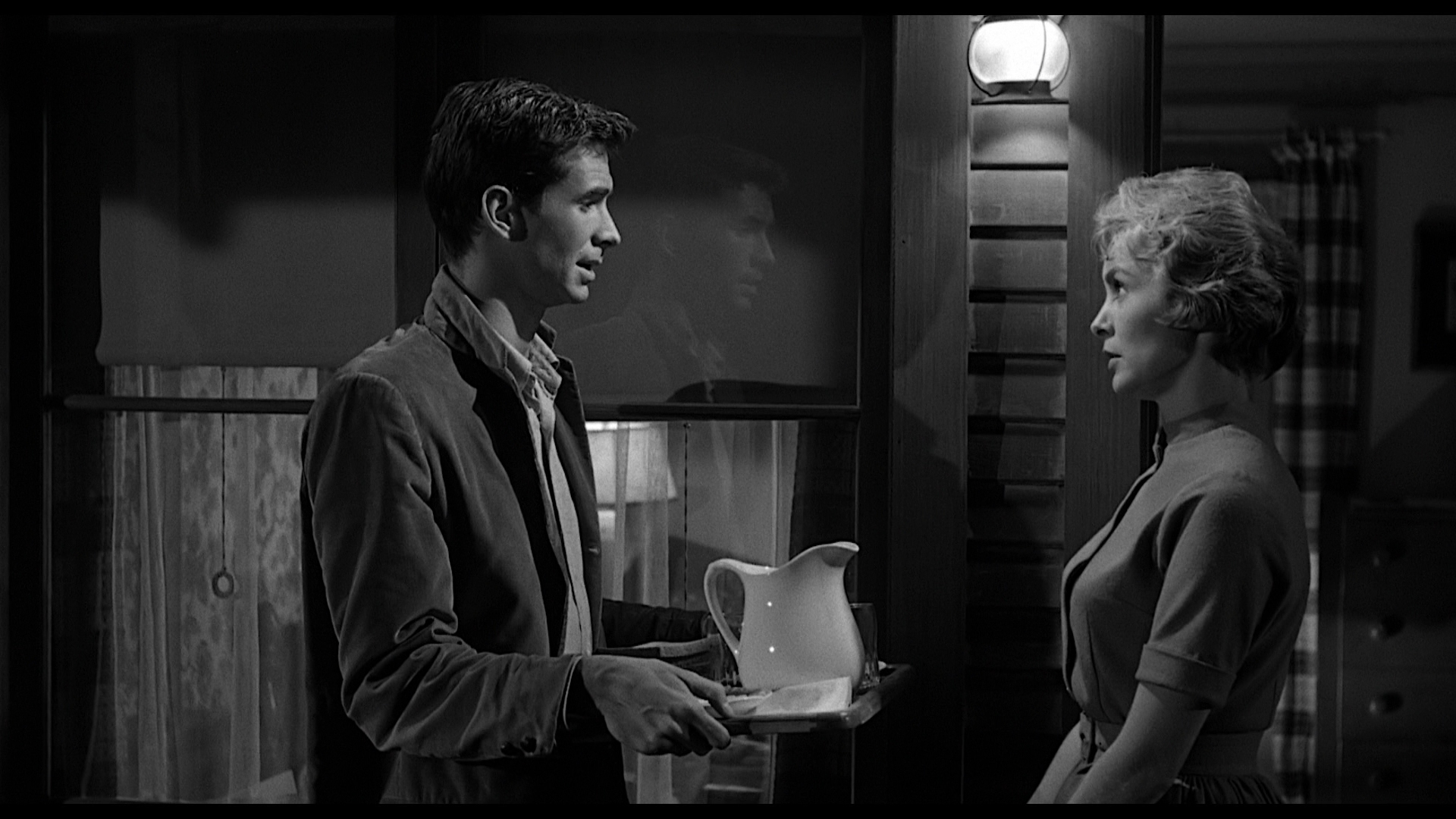 utilizing mise en scene and cinematography in showing the characters true identity in psycho a film  04micro elements in city metaphor for most characters in the film we learn that this is not true by using mise en scene to establish benny.